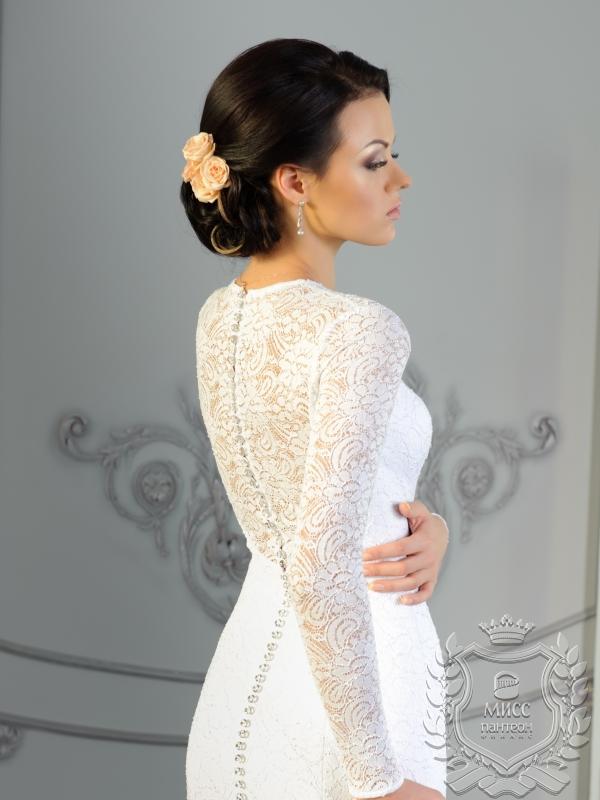 Обтягивающие кружевные свадебные платья